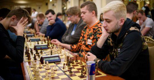 Akademickie mistrzostwa Polski w szachach. W środku stawki